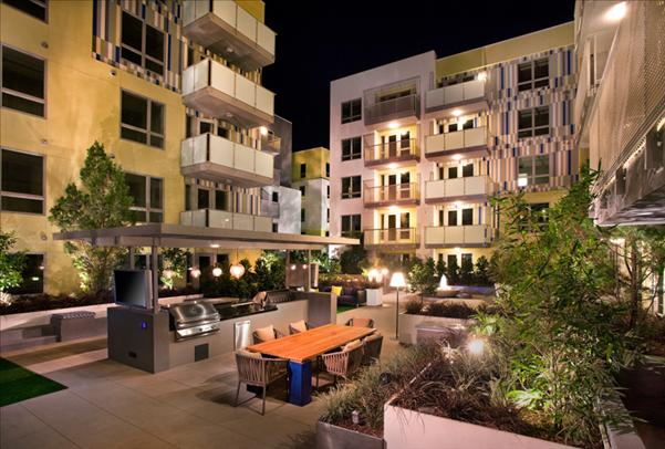 the-hesby-north-hollywood-common-area-courtyard