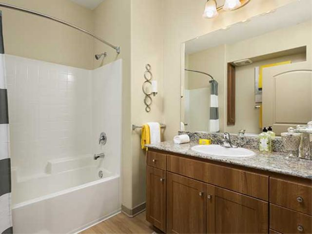 Avalon San Dimas Bath 2